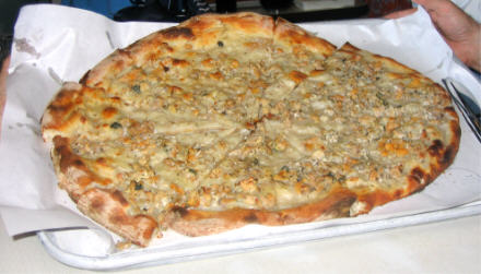 Pepe's Clam Pizza photo by Albert Grande copyright pizzatherapy.com 2005